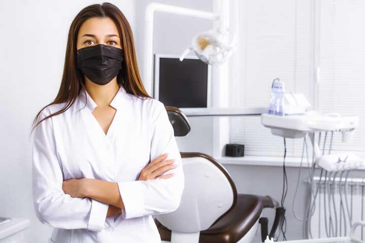 tandarts-met-mondmasker